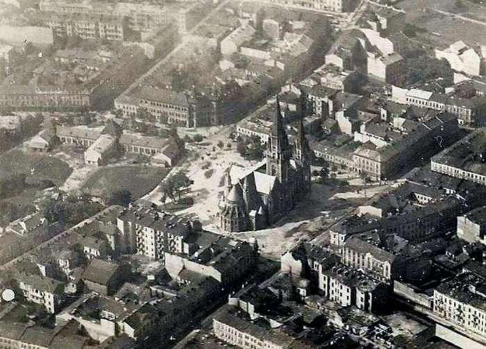 Базар Грьодлів у Львові ( ліворуч від костелу св.Ельжбети ), фото до 1939 року.