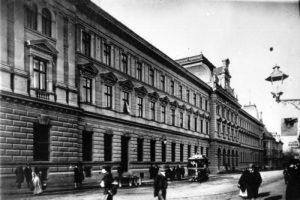 Головна пошта – чорно-біла історія