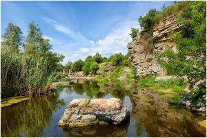 Топ-10 мальовничих місць України для літнього відпочинку