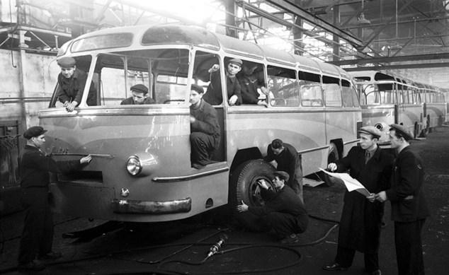 Львів 1950-ті роки. ЛАЗ (Львівський автобусний завод).