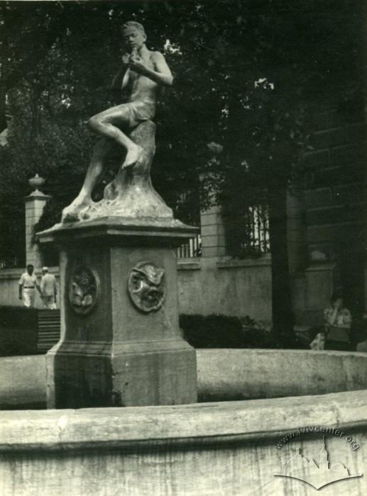 Метаморфози фонтану на площі Галицькій