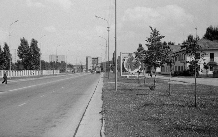 Початок вулиці Артема, попереду – вулиця Стрийська.