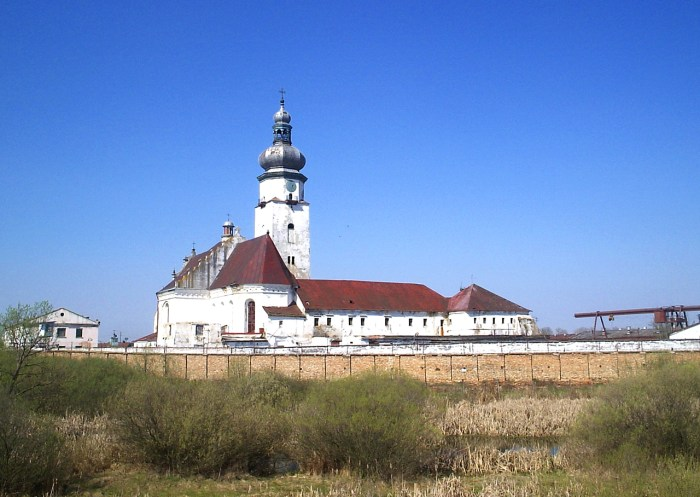 ренесансний монастир бернардинів із костелом Діви Марії