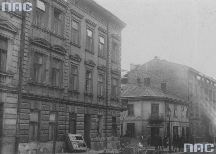 """Ріг вулиць Zimorowicza (тепер – Джохара Дудаєва) і Staszica (тепер – Томашівського). Видно ресторан """"Pokój Śniadań"""""""