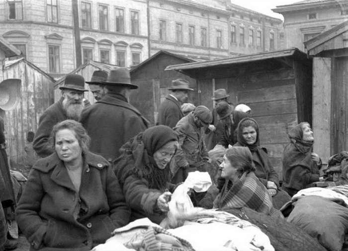 Торговиця на площі Зерновій у Львові, фото 30-х років XX століття.