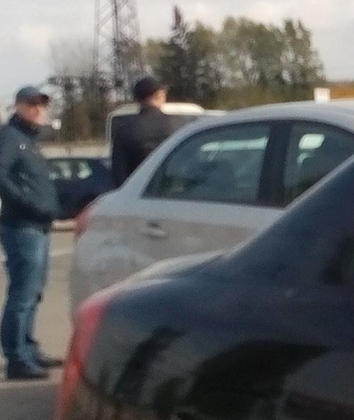 У Львові молодики на Passatі сканують сигналізації авто