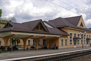 Починаючи з 12 липня сім потягів зупинятимуться на станції Підзамче