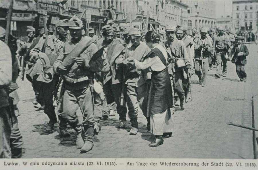 Частини 2 – ої австро – угорської армії на вулицях міста, зустріч мешканцями, 22.06.1915 р.