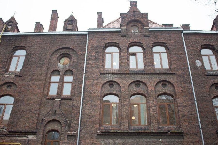 Фасад давньої школи Марії Магдалини у Львові. 2015 рік
