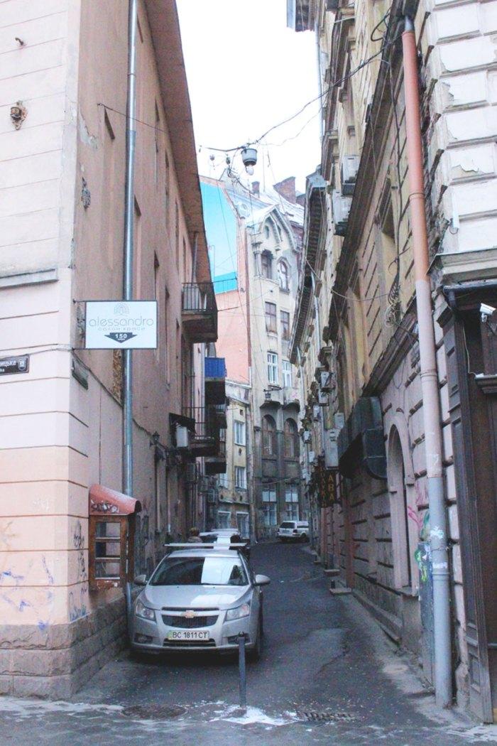 Фрагмент давньої вулиці Крива у наші дні, фото 2015 року