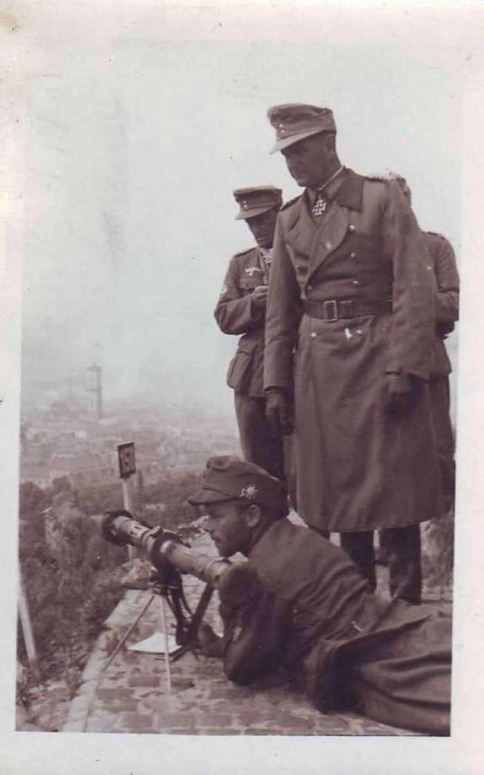 """Командуючий дивізією """" Едельвейс """" ген. Хуберт Ланц на нин. оглядовому майданчику Високого Замку"""