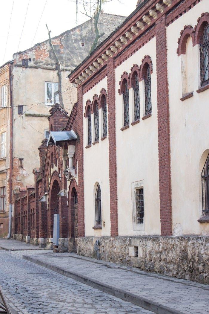 Плебанія і огорожа костелу за проектом Ю. Захаревича, XIX ст., фото 2015 року
