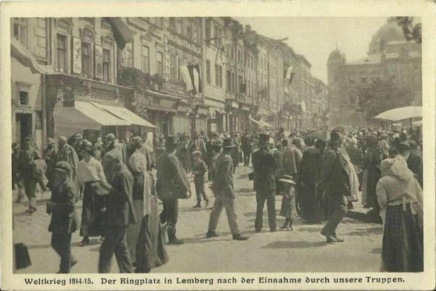 Солдати і мешканці Львова на пл. Ринок, 22.06.1915 р.
