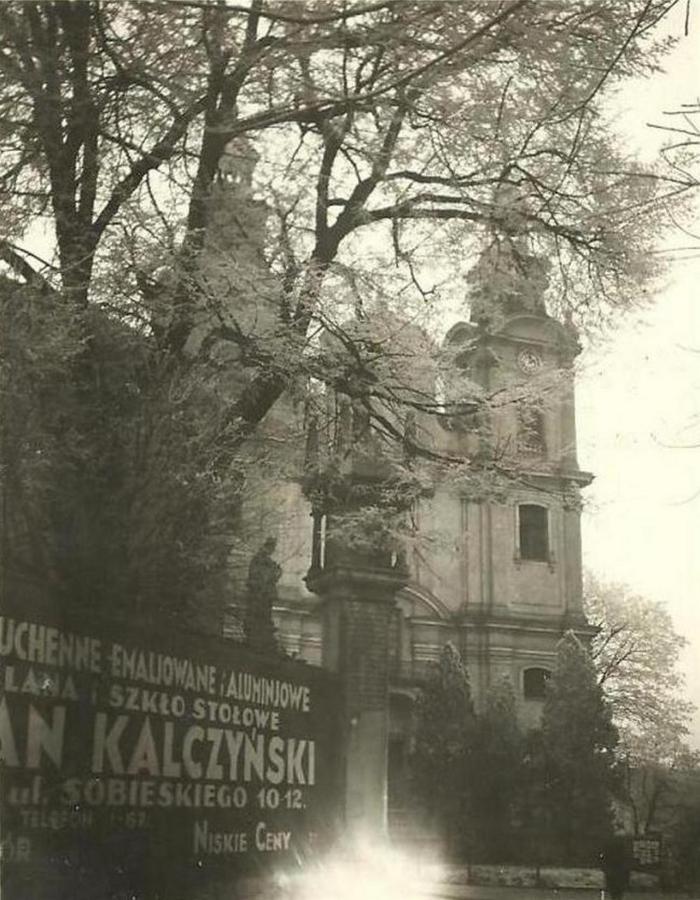Стовп Сикстів і костел Св. Марії Магдалени, фото 30 – х років XX століття