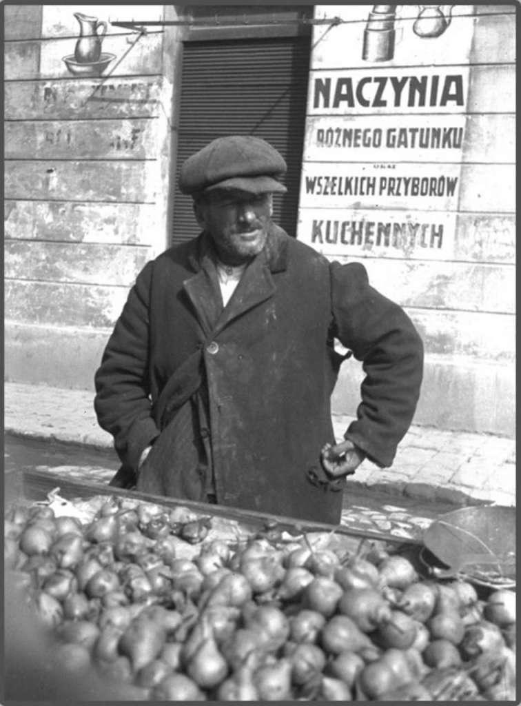 Торгівля грушами на пл. св. Теодора, 1930 – ті рр.