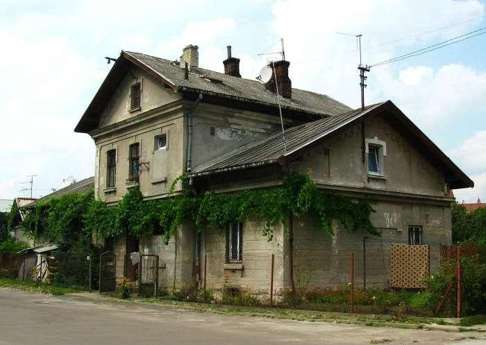 Будинок станції на Личакові, тепер звичайна житлова будівля, фото наших днів