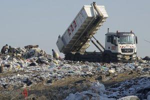 Найбільший перевізник сміття у Львові, АВЕ Львів, призупинив свою роботу через борги міста