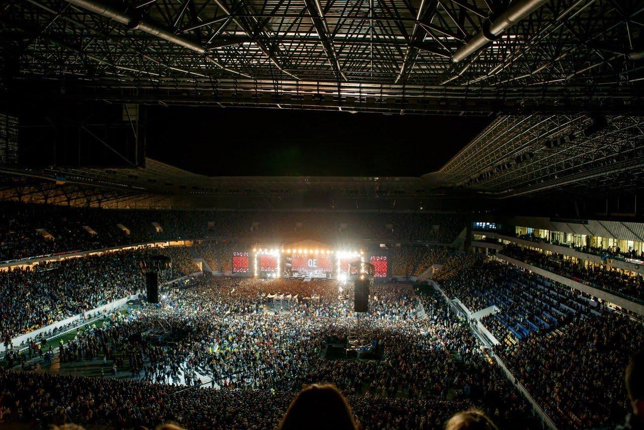 Неймовірно! 40 тисяч львів'ян заспівали Гімн України з О.Е.