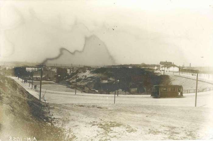 Вид на Верхній Личаків в р – ні рогачки, праворуч – станція Личаків, фото бл. 1914 року
