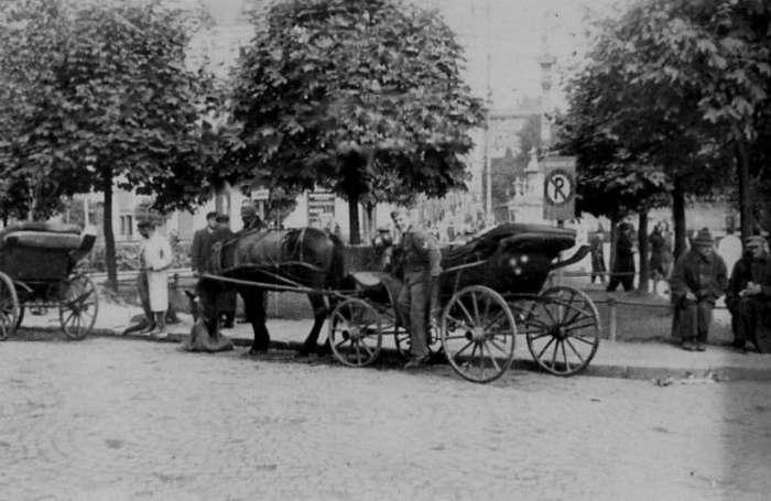 Вулична сцена на нин. пл. Соборна, 1941 рік