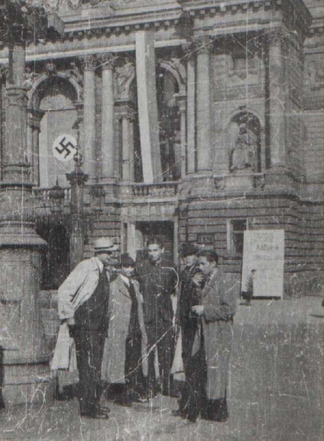 Вулична сцена під Львівською Оперою, 1941 – 1944 рр.