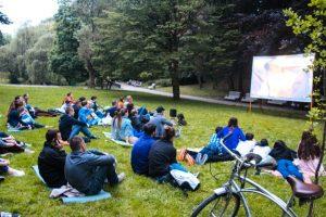 Львів'ян кличуть дивитися кіно під відкритим небом у Стрийський парк. Розклад кіносеансів
