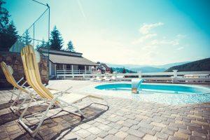 Готелі з басейном в Карпатах: ціни та умови
