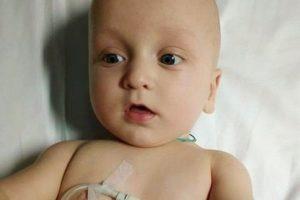 Львів'ян просять допомогти важко хворому немовляті