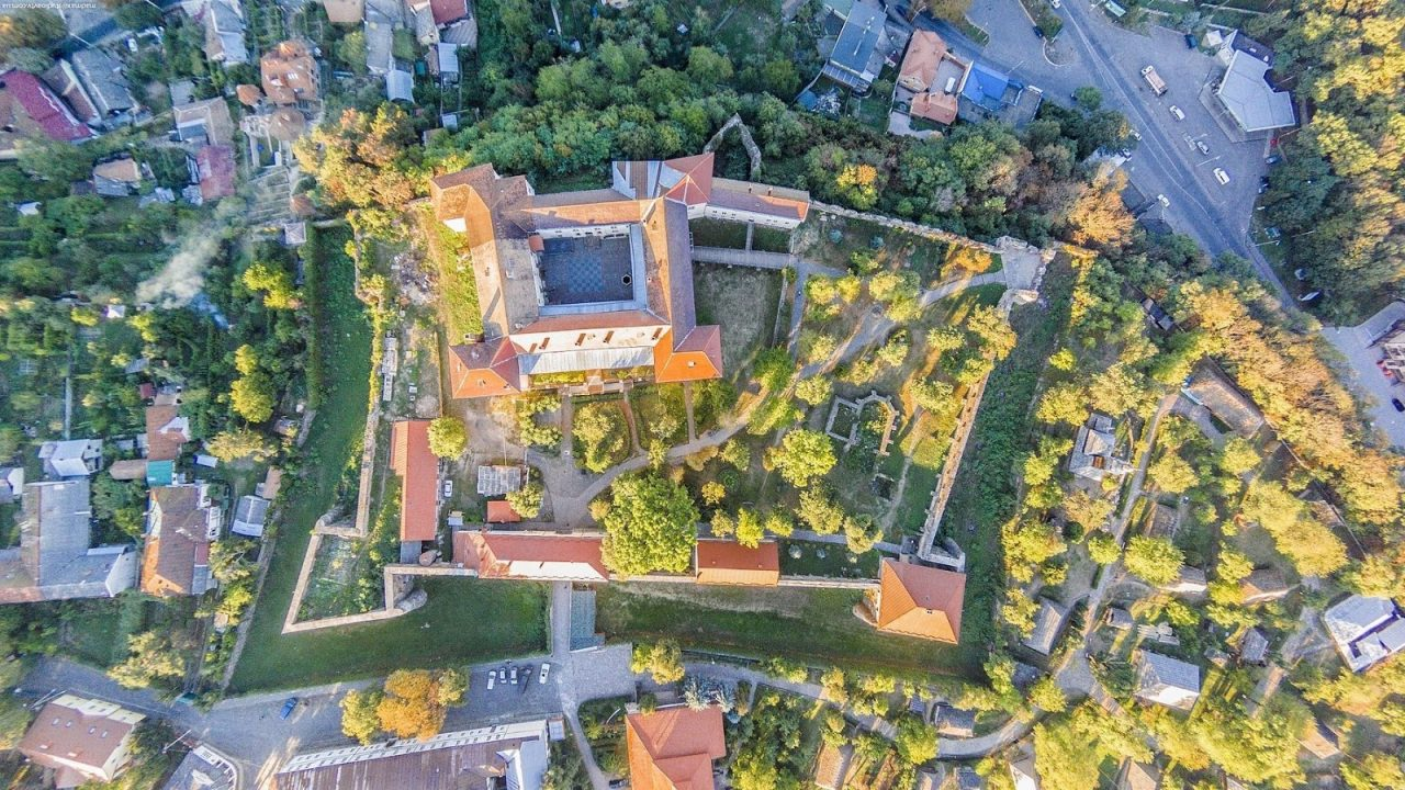 Ужгородський Замок з висоти пташиного польоту © zkmuseum.com