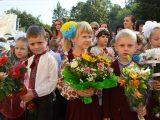 Волонтери закликають українців відмовитися від квітів на День знань і допомогти дітям