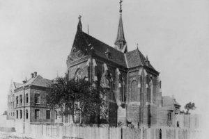 Костел та монастир кармеліток босих на Кастелівці. Історія у 10 зображеннях