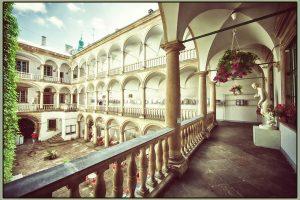 5 причин відвідати італійський дворик у Львові