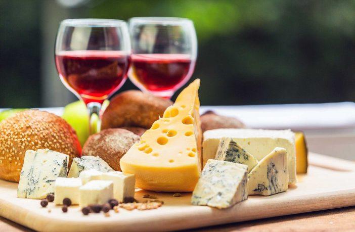 Найсмачніший фестиваль осені: львів'ян кличуть на Свято сиру і вина