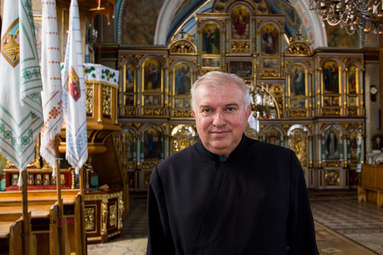 Отець Роман Василів