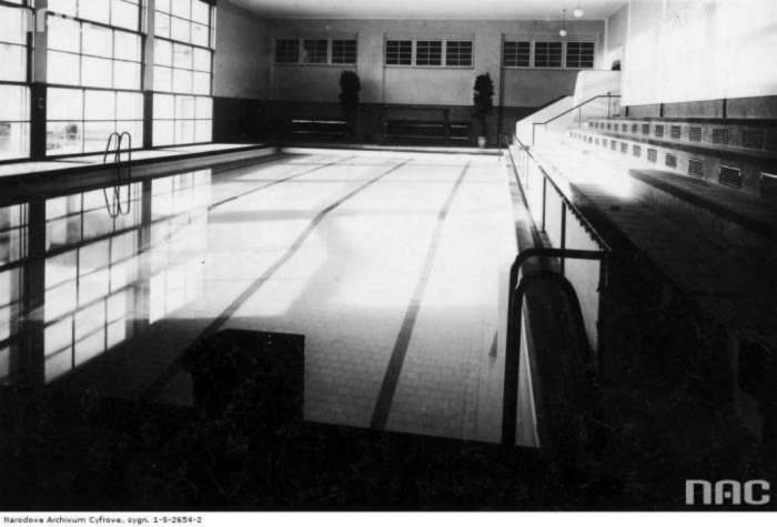 Приміщення басейну на нин. пл. Петрушевича, фото сер. 1930 – х рр.