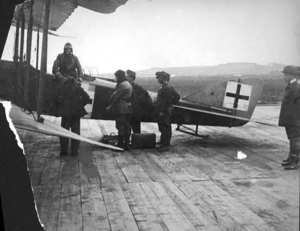 Австрійській розвідувальний літак Lloyd C.II у Львові, фото, 1918 рік.