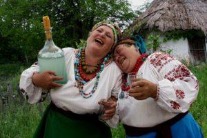Українці масово переходять на самогон