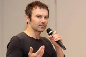 Вакарчук закликав зупинити мовну війну в Україні