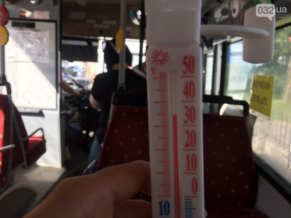 Температура в салонах львівських маршруток сягає 37°C і навіть вище