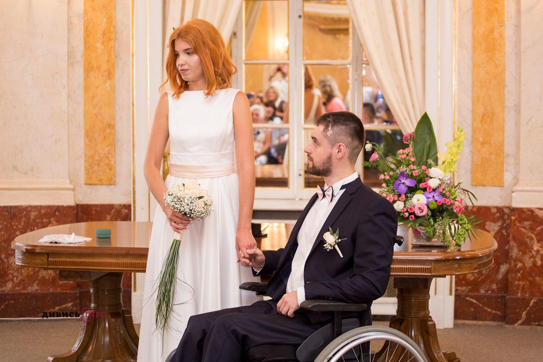 у Львові одружилися АТОвець і волонтерка, що познайомилися ще на Майдані.