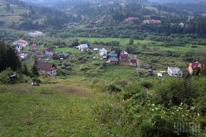 Вид на селище Славське і навколишні гори Фото: УНІАН