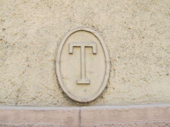 Відмітка теренкуру на будівлі Головної пошти