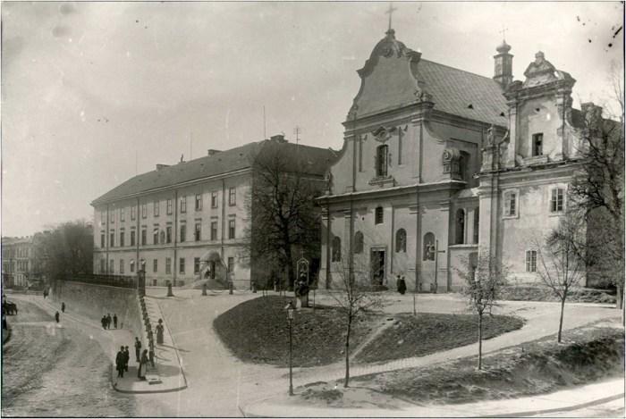 Колишній костел св. Миколая та монастир Тринітаріїв