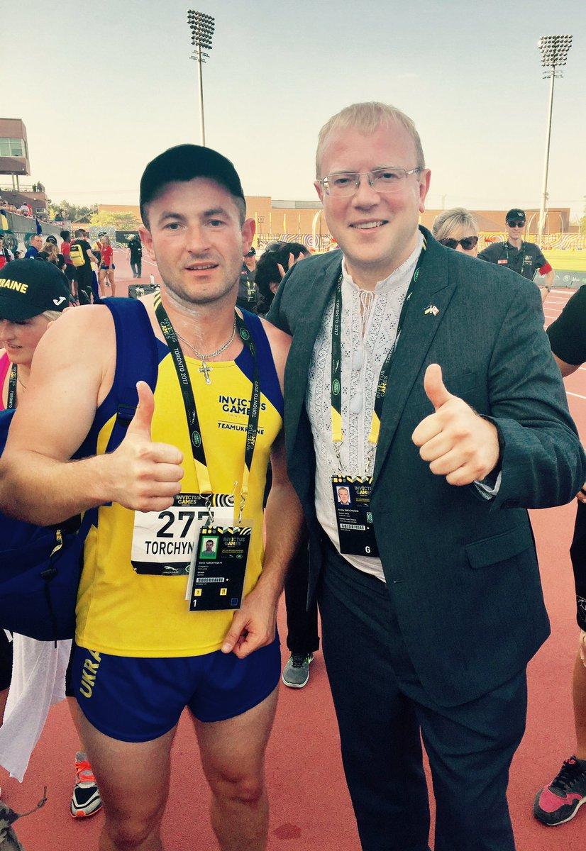 Надзвичайний і повноважний посол України в Канаді зі спортсменом