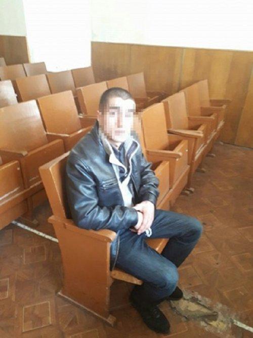 Затриманий дебошир п'ять років відсидів за тяжкі тілесні ушкодження (фото патрульної поліції Львова)