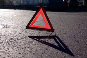 На Львівщині припаркована вантажівка покотилася і наїхала на чоловіка