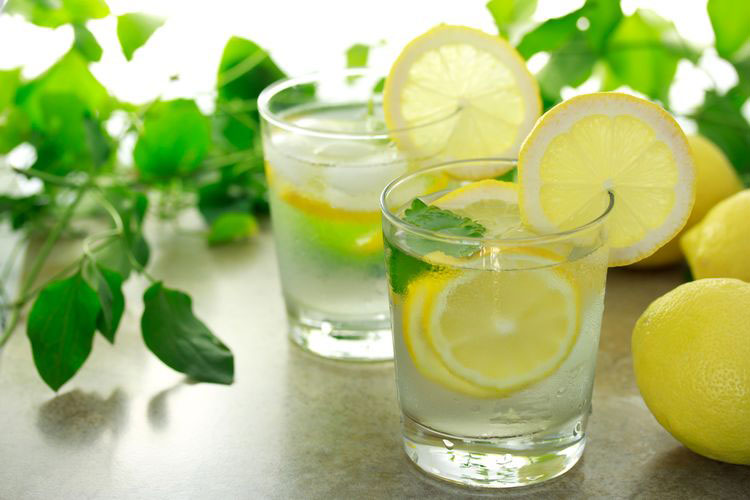 7 аргументів, чому ранок треба починати зі склянки теплої води