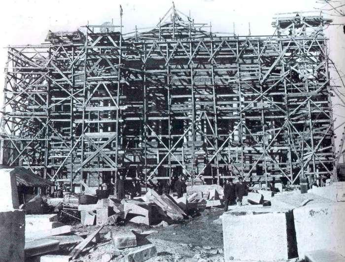 Головний фасад Львівської Опери у риштуваннях. Фото 1898-1899 рр.