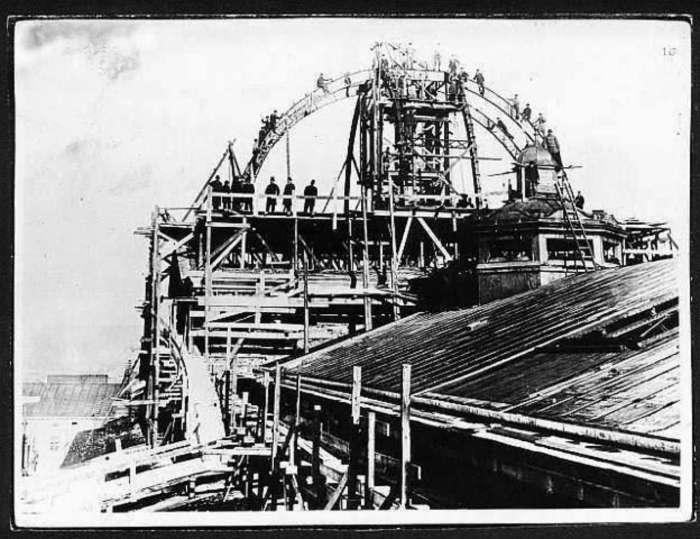 Роботи із перекриття головного куполу Опери. Фото 1899 року