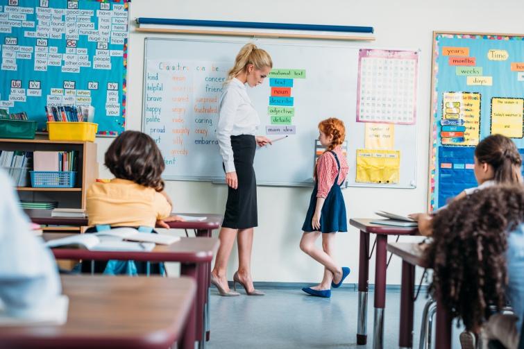 Вчитель може розробити авторську навчальну програму або освітню методику. Фото ArturVerkhovetskiy/Depositphotos